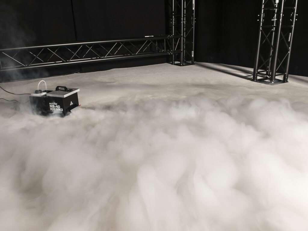 Eurolite NB-40 MK2 ICE výrobník plazivé mlhy