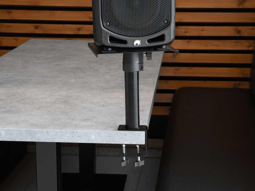 reproduktorový studiový stojan